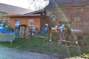 Kinderaktion Spielplatz bauen auf Haus Bollheim