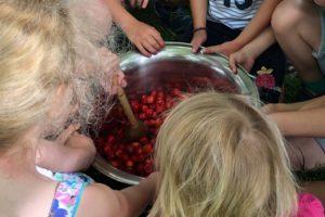 Kinderaktion Erdbeermarmelade kochen